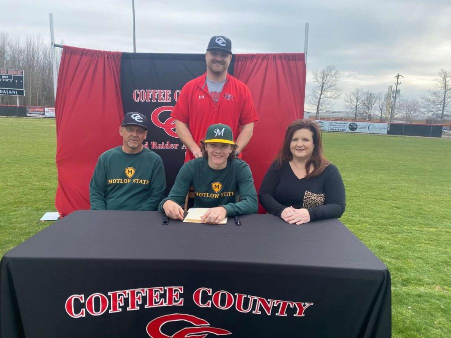 Griffin Meeker's official signing to the Motlow Bucks with his family.